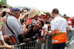 A happy fan with a Paul di Resta, Sahara Force India F1 autograph