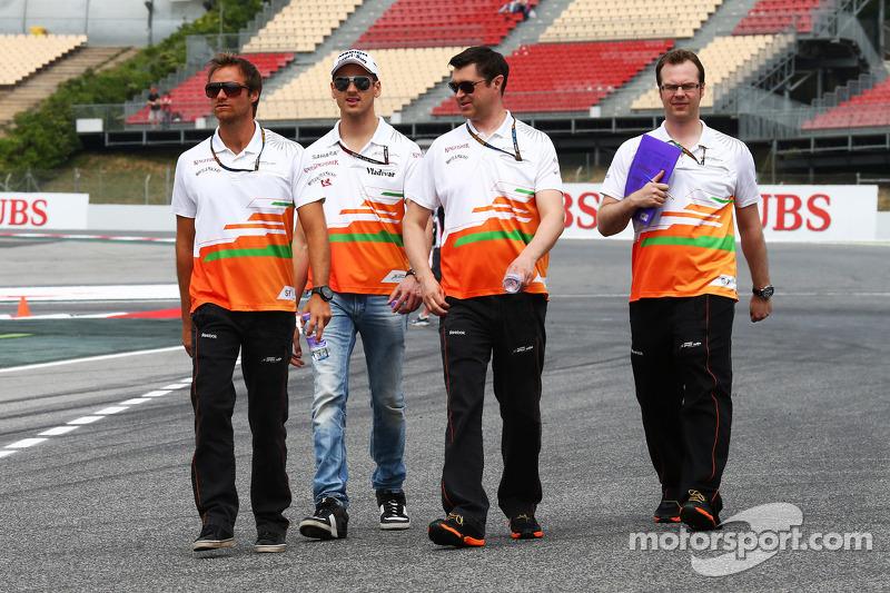 Adrian Sutil, Sahara Force India F1 walks the circuit