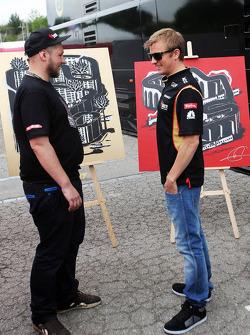 Kimi Raikkonen, Lotus F1 Team with an artist