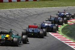 Pastor Maldonado, Williams FW35 leads Esteban Gutierrez, Sauber C32; Valtteri Bottas, Williams FW35; Jenson Button, McLaren MP4-28; and Giedo van der Garde, Caterham CT03