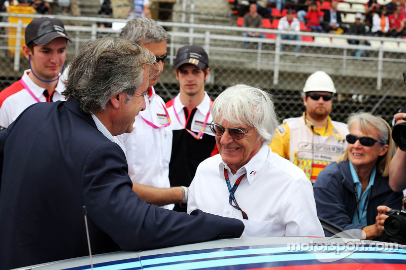 Bernie Ecclestone, CEO Formula One Group, met Carlos Sainz (ESP)