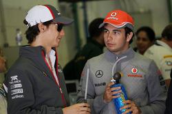 (Da esquerda para direita): Esteban Gutierrez, Sauber, com Sergio Perez, McLaren