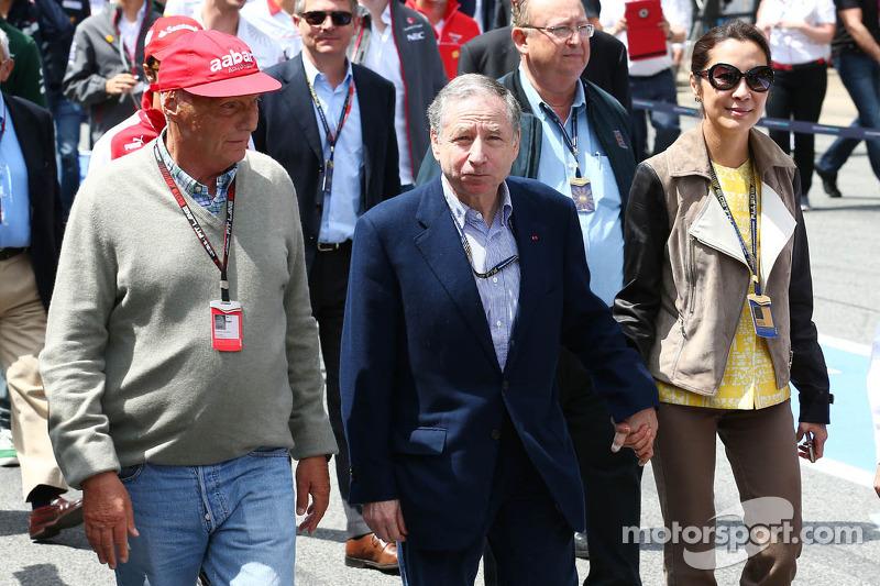 (L naar R): Niki Lauda, Mercedes Non-Executive Chairman met Jean Todt, FIA President en Michelle Yeo