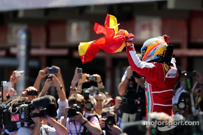 Фернандо Алонсо святкує перемогу