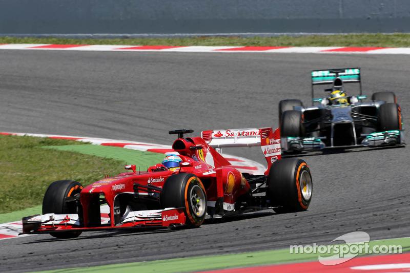 Фернандо Алонсо (Ferrari) та Ніко Росберг (Mercedes)