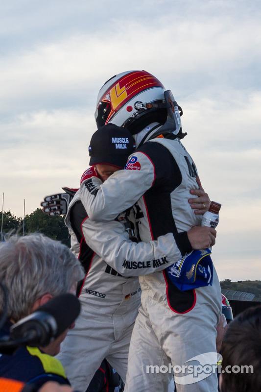 Overall vencedores Lucas Luhr e Klaus Graf comemoram após winning