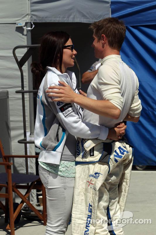 James Nash, Chevrolet Cruze 1.6 T, Bamboo Engineering com sua namorada