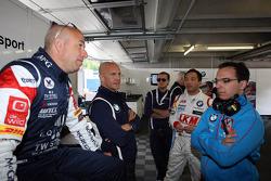 Tom Coronel, BMW E90 320 TC, ROAL Motorsport  com Aldo Preo, proprietário da, ROAL Motorsport e Darryl OYoung, BMW E90 320 TC, ROAL Motorsport