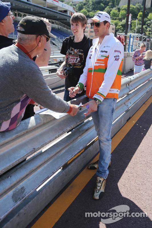Adrian Sutil, Sahara Force India F1, com fãs