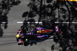 Mark Webber, Red Bull Racing RB9 locks up under braking