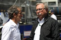 (L naar R): Alain Prost, met Jean-Francois Caubet, Renault Sport F1 Managing Director