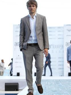 Charles Pic, Caterham, no Salão Amber Fashion Show