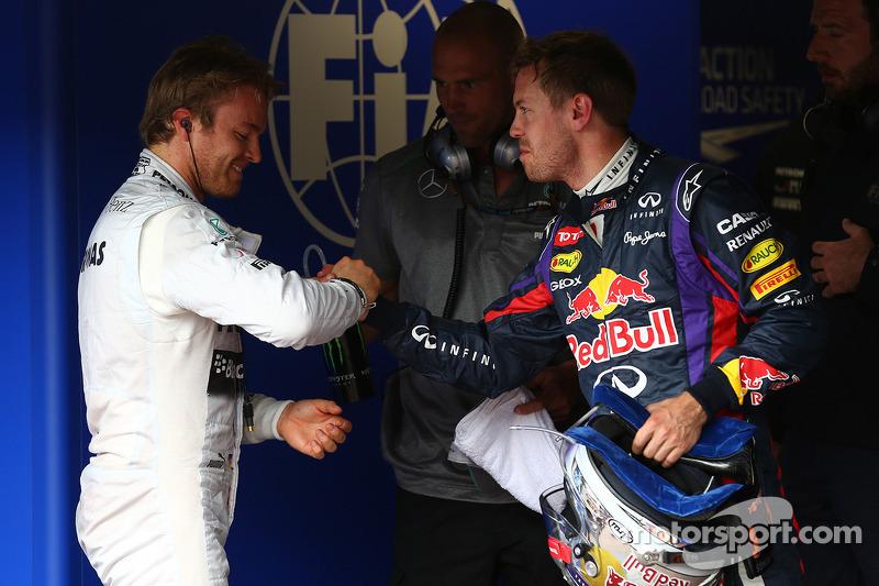 Ganador de la pole position Nico Rosberg, Mercedes AMG F1 W04, tercer lugar de Sebastian Vettel, Red Bull Racing