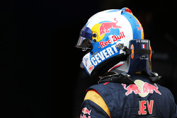 Jean-Eric Vergne, Scuderia Toro Rosso STR8 with a helmet paying homage to Francois Cevert