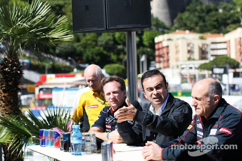 (L naar R): Christian Horner, Teambaas Red Bull Racing met Carlos Ghosn, directeur van Renault en Fr