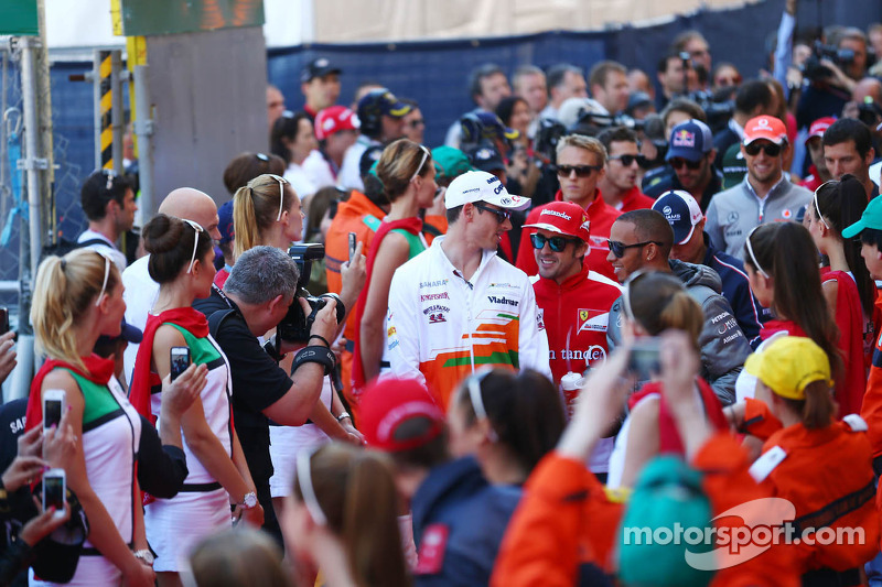 (L naar R): Adrian Sutil, Sahara Force India F1 met Fernando Alonso, Ferrari en Lewis Hamilton, Mercedes AMG F1 bij de rijdersparade