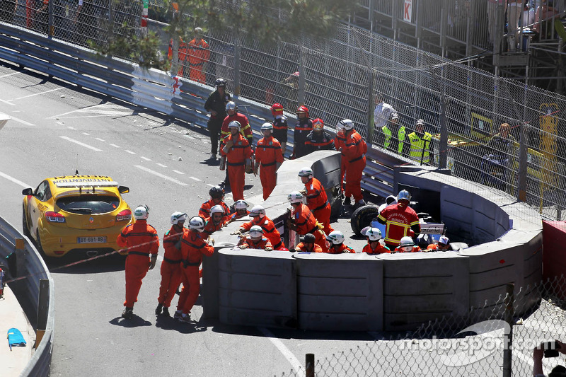 Marshals repair the damaged airfence after Pastor Maldonado, Williams FW35 crashed and stopped the r