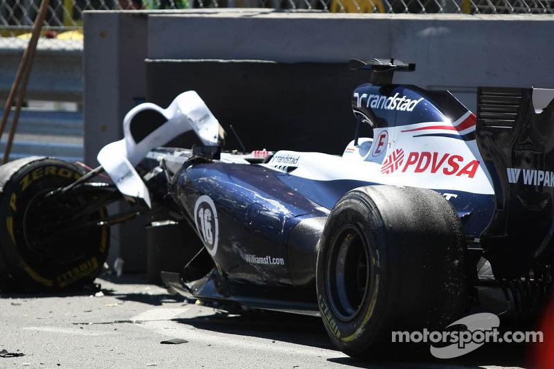 El auto Williams FW35 chocado de Pastor Maldonado, Williams que detuvo la carrera