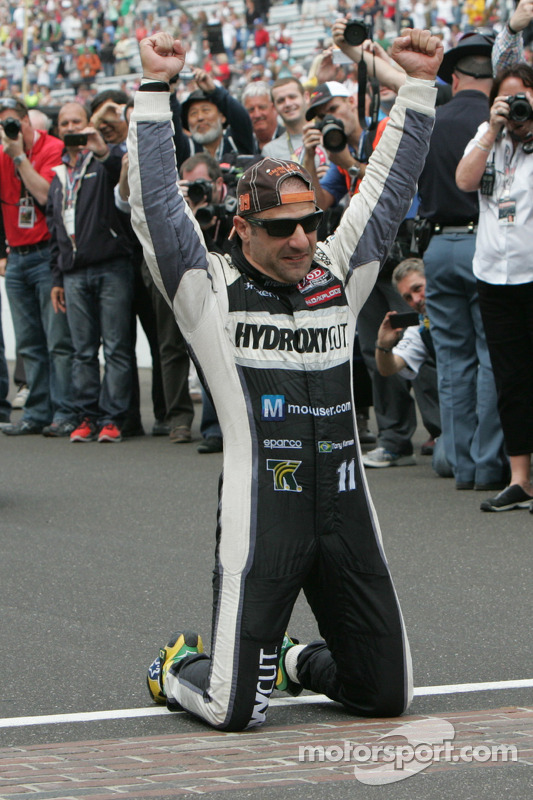 Race winner Tony Kanaan kisses the bricks