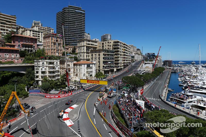 Jenson Button, McLaren MP4-28 leads Adrian Sutil, Sahara Force India VJM06