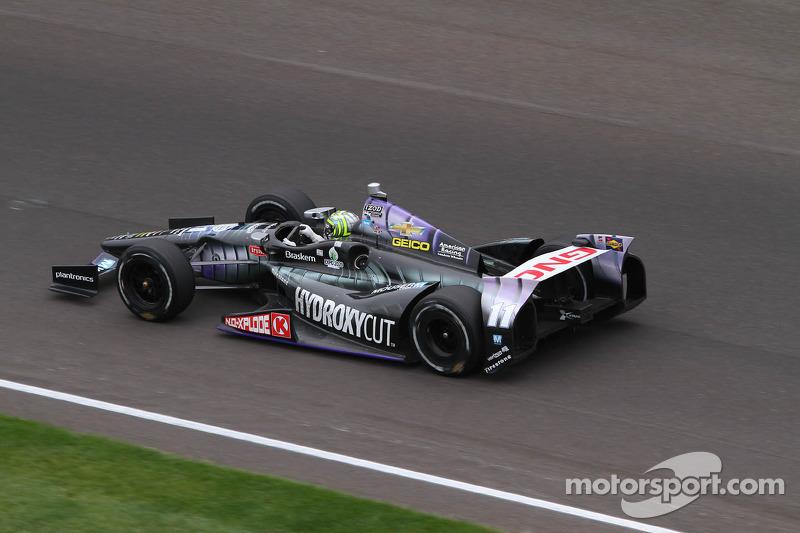 187,433 мили в час – рекордная средняя скорость в гонке, показанная победителем «Инди 500»-2013 Тони Канааном
