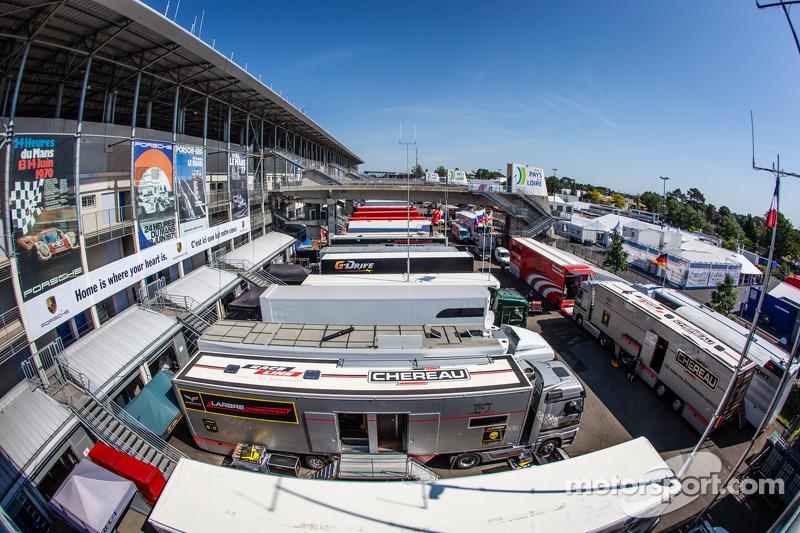 Een overzicht van de Le Mans-paddock en de Porsche-campagne