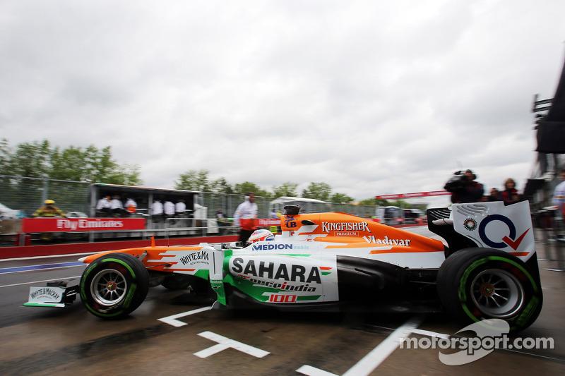 Paul di Resta, Sahara Force India VJM06 leaves the pits