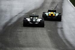 Giedo van der Garde, Caterham CT03 y Lewis Hamilton, Mercedes AMG F1 W04