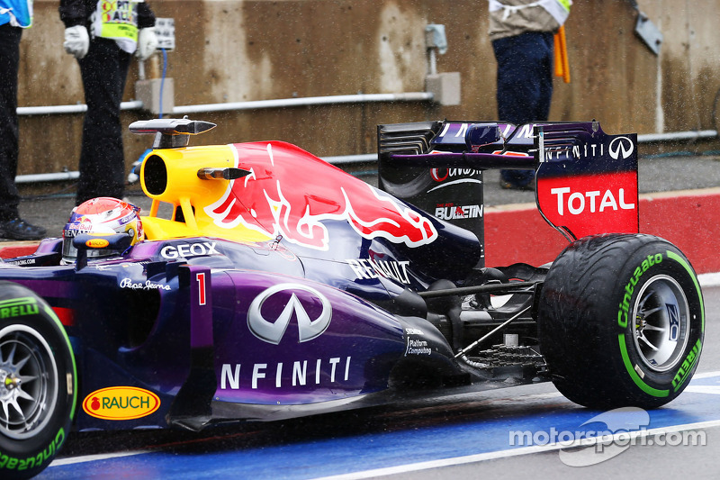 Sebastian Vettel, Red Bull Racing RB9 running sensor equipment at the rear suspension