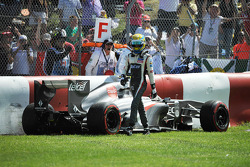 Esteban Gutierrez, Sauber C32 crashes out of the race