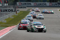 Gabriele Tarquini, Honda Civic, Honda Racing Team J.A.S.  leads James Thompson, Lada Granta, LADA Sport Lukoil