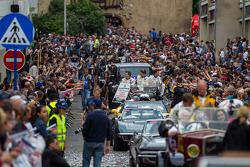 Huge crowds on hand for Grande Parade des Pilotes