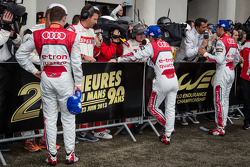 Os vencedores Tom Kristensen, Allan McNish e Loic Duval give TV