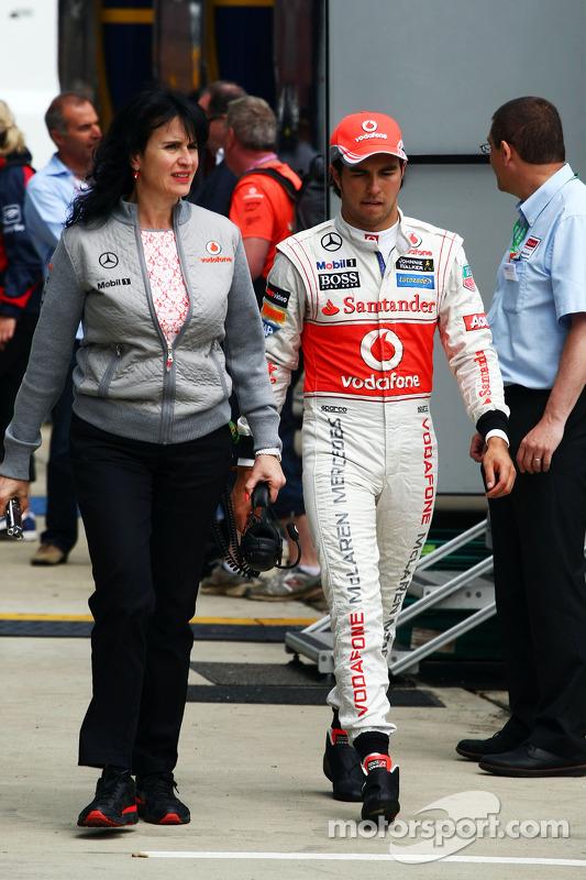 Sergio Perez, McLaren com Silvia Hoffer, McLaren Assessor de Imprensa