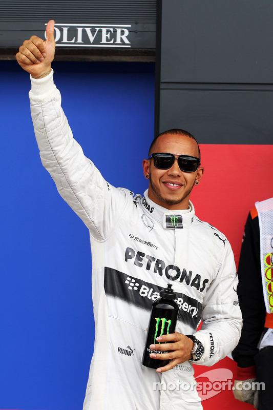 Ganador de la pole position Lewis Hamilton, Mercedes AMG F1 celebra en parc ferme