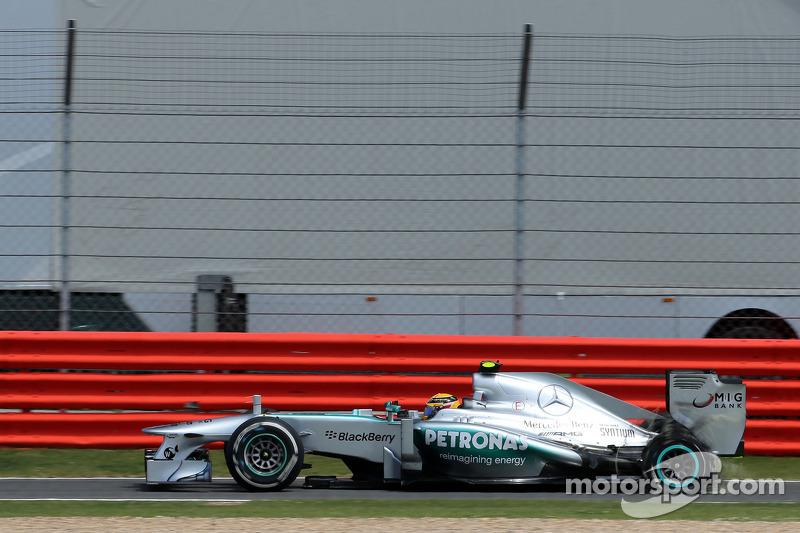 Lewis Hamilton, Mercedes Grand Prix, puncture, tire exploded