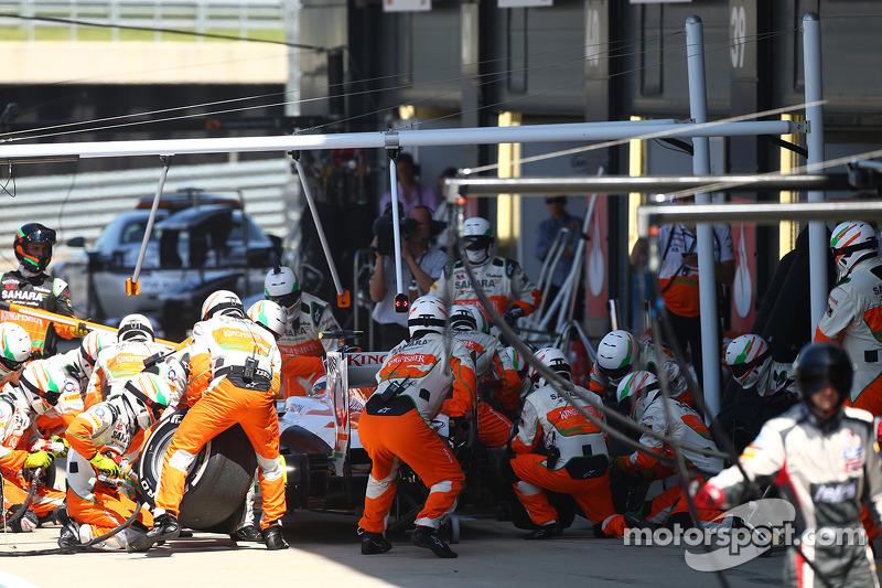 Adrian Sutil Sahara Force India VJM06 pitstop