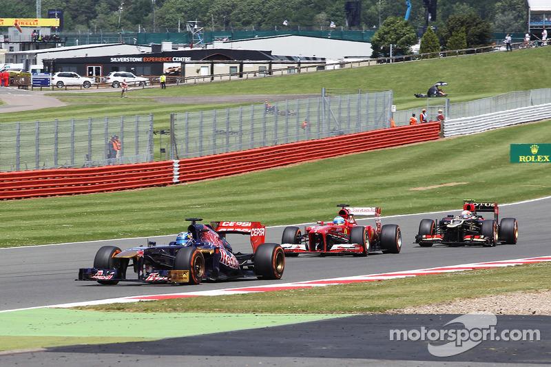 Jean-Eric Vergne Scuderia Toro Rosso STR8 leads Fernando Alonso Ferrari F138 and Romain Grosjean Lot