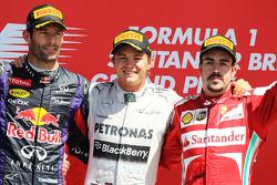 Het podium: Mark Webber Red Bull Racing, tweede; Nico Rosberg Mercedes AMG F1, racewinnaar; Fernando Alonso Ferrari, derde