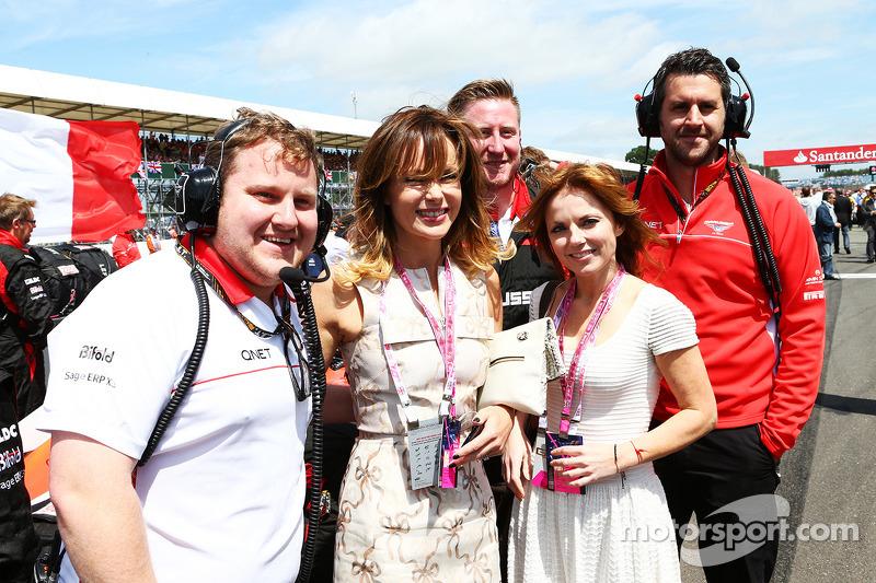 Amanda Holden en Geri Halliwell, zangeres, met Marussia F1 Team op de grid