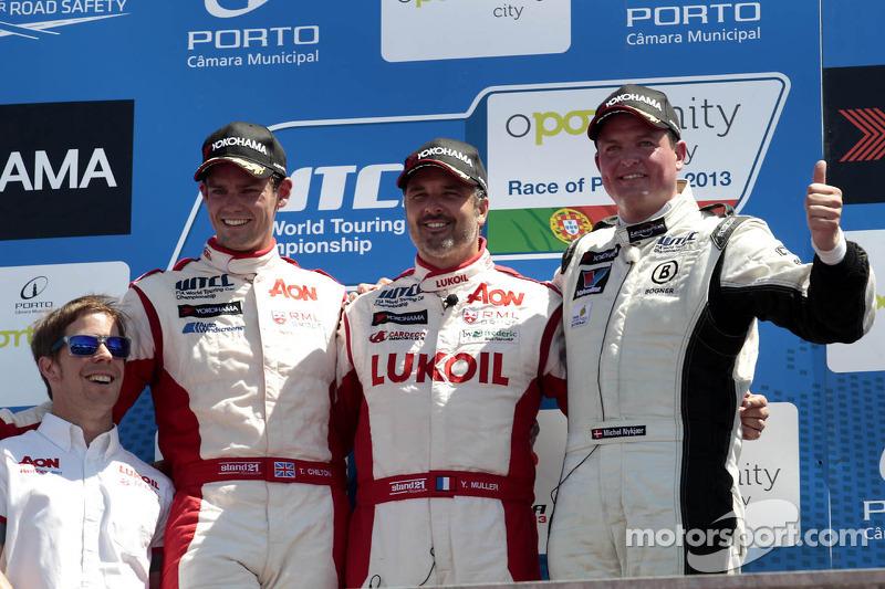 2e plaats Tom Chilton, RML Chevrolet Cruze 1.6 T, 1e plaats voor Yvan Muller, RML Chevrolet Cruze 1.