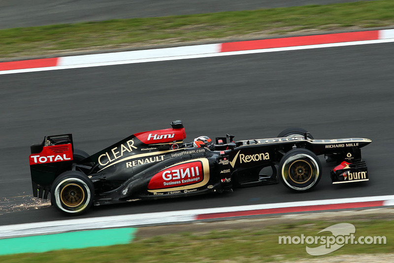 Kimi Raikkonen, Lotus F1 E21 with sparks coming from the rear of the car