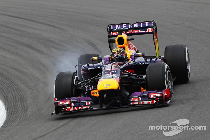 Sebastian Vettel, Red Bull Racing RB9 locks up under braking