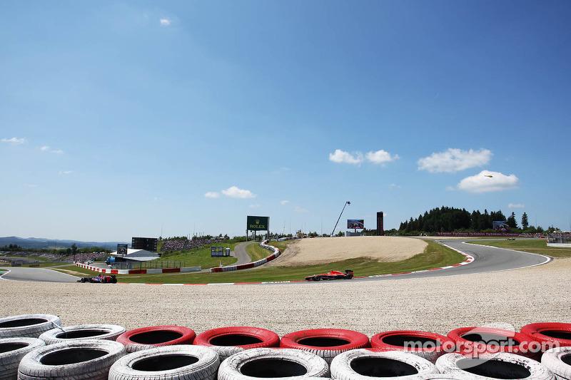 Daniel Ricciardo, Scuderia Toro Rosso STR8 voor Max Chilton, Marussia F1 Team MR02
