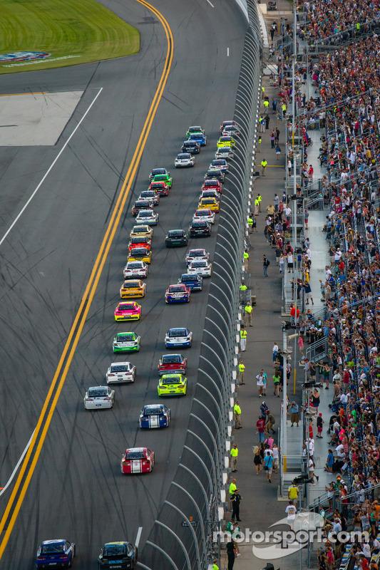Largada: Kyle Busch, Joe Gibbs Racing Toyota e Matt Kenseth, Joe Gibbs Racing Toyota lidera o pelotã