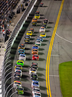 Sam Hornish Jr. leads the field on a restart