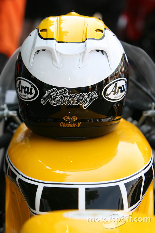 Capacete do Kenny Roberts