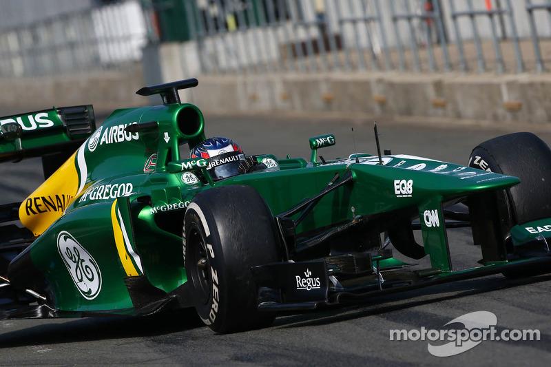 Equipos: Por hablar de Marussia, más dos escuderías estaban en la temporada 2013 y que no componen más la parrilla actual: Caterham (foto) y Lotus, que se volvió Renault en 2016.