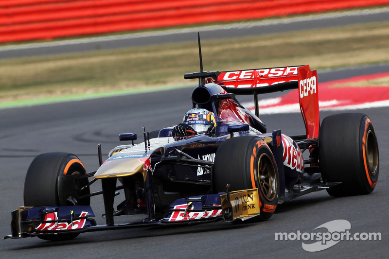 Карлос Сайнс-мол., Toro Rosso STR8 Ferrari