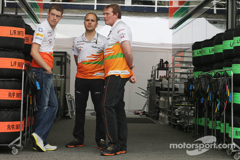 (L naar R): Paul di Resta, Sahara Force India F1 met Gianpiero Lambiase, Sahara Force India F1 Engineer